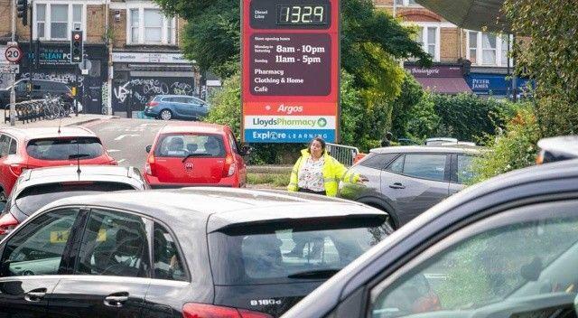 İngiltere'de benzin krizi: Uzun kuyruklar oluştu
