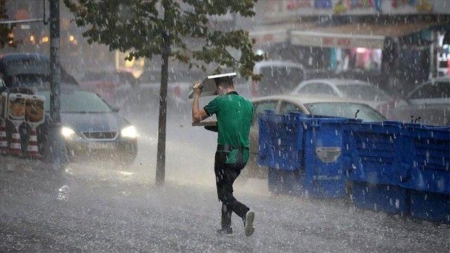 """İstanbul için yarın """"çok kuvvetli"""" yağış uyarısı"""