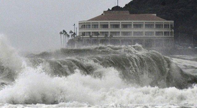 Japonya'da Chanthu Tayfunu nedeniyle aşırı yağış uyarısı