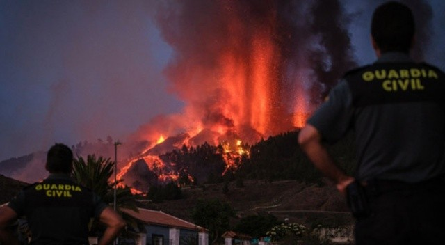 Kanarya Adaları'nda kırmızı alarm! Cumbre Vieja yanardağı faaliyete geçti