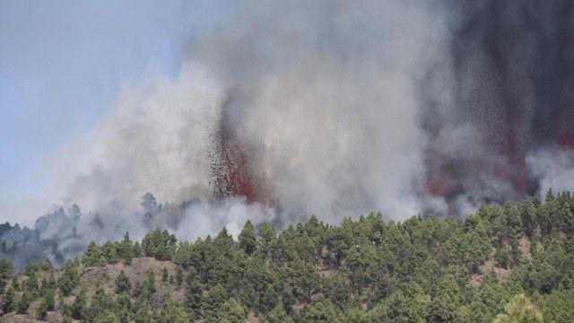 Kanarya Adaları'nda yanardağ patladı