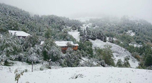 Kar haberleri peş peşe geliyor! Yüksek kesimler beyaza büründü
