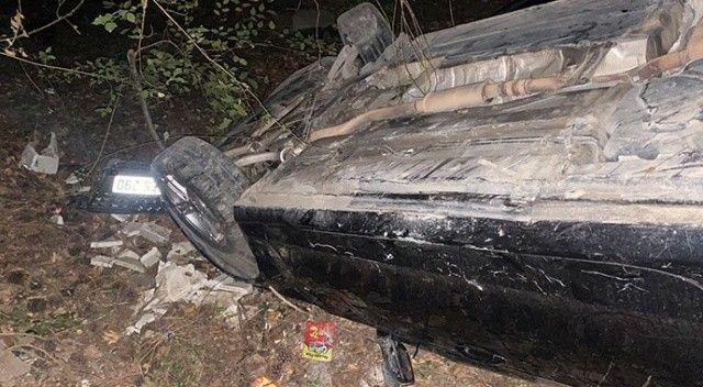 Kaza yapan otomobil uçurumdan yuvarlandı! 3 kişi yaralandı
