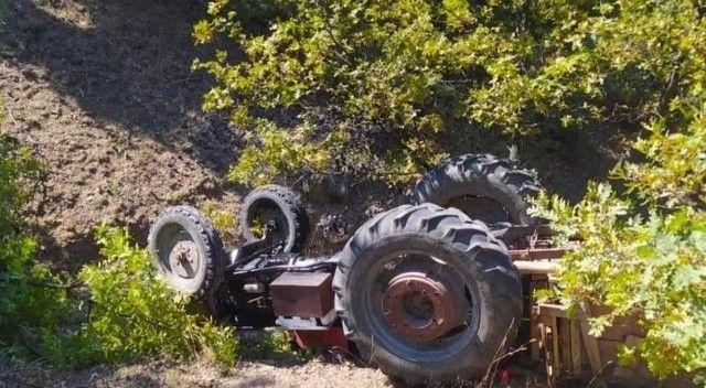 Kontrolden çıkan traktör devrildi: Sürücü öldü