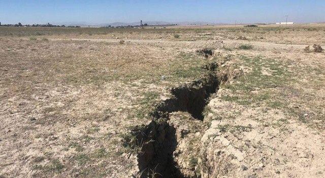 Konya Ovası'nda korkutan görüntü! Yüzey yarıkları yerleşim yerlerine ulaştı