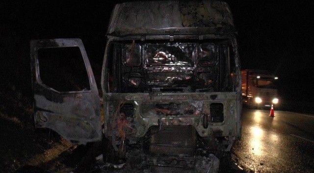 Kuzey Marmara Otoyolu'nda tır alev alev yandı