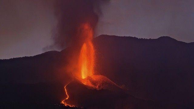 La Palma Adası'ndaki yanardağın lavları 462 evi yaktı