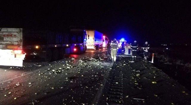 Lastiği patlayan kamyonet takla attı: 2 kişi hayatını kaybetti