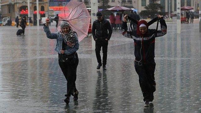 Meteoroloji saat verip uyardı: İstanbul'da sağanak alarmı