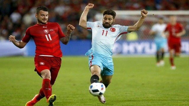 Milli futbolcu Olcay Şahan futbolu bıraktı