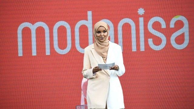 Muhafazakar giyim markası global mottosunu Halima Aden ile duyurdu