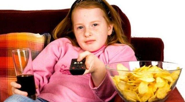 Obezite erken ergenliği artırıyor