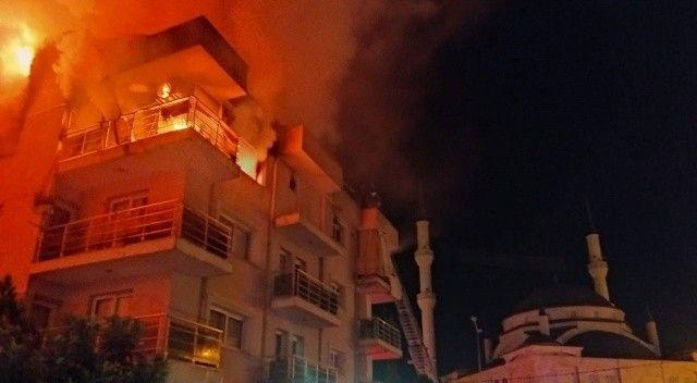Öfkeli koca dehşeti! Eşi ve çocuklarının yaşadığı evi ateşe verdi