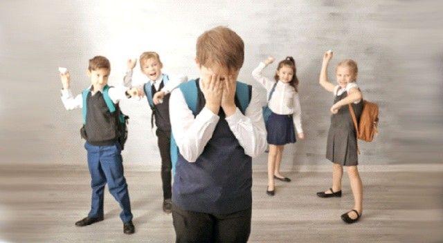 Okula dönen çocuk akran zorbalığı yaşamasın