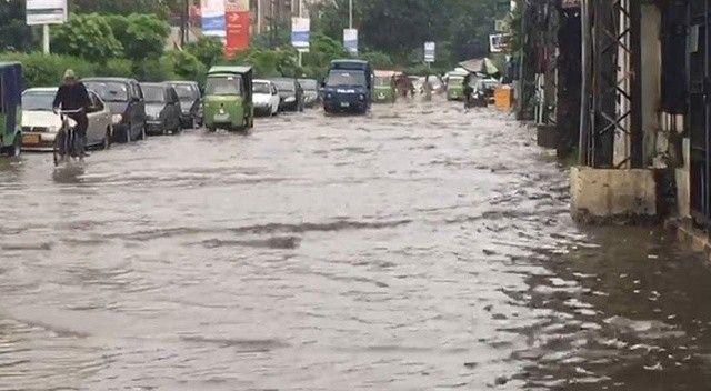 Pakistan'da şiddetli yağışlar felakete sebep oldu: Ölüler ve yaralılar var