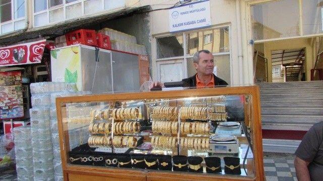 Seyyar kuyumcu! Gerçek altınları kapış kapış satılıyor