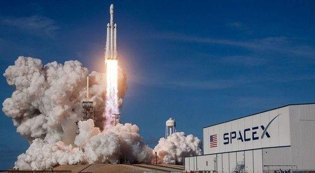 SpaceX, 4 kişiyi dünyanın çevresinde 3 gün gezdirecek