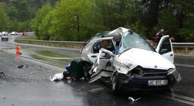 Tatil dönüşü feci kaza: Geride kızları kaldı!