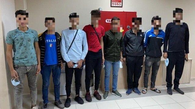 TEM Otoyolu'nda polisin durduğu araçtan 7 göçmen çıktı