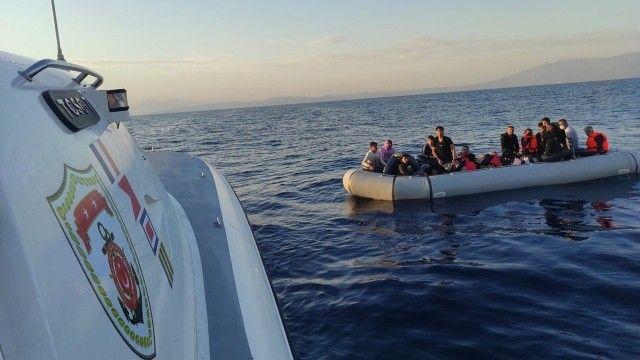 Yunanistan'ın Türk kara sularına ittiği 49 göçmen kurtarıldı