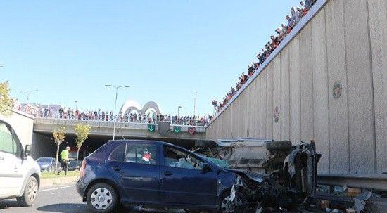 3 aracın çarpıştığı trafik kazasını meraklı vatandaşlar film gibi izledi