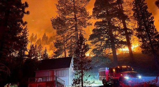 ABD zorda: Bir yanda yangın diğer yanda kasırga