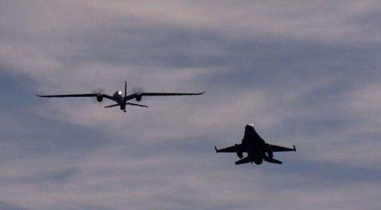 Akıncı ve F-16'dan omuz omuza gösteri