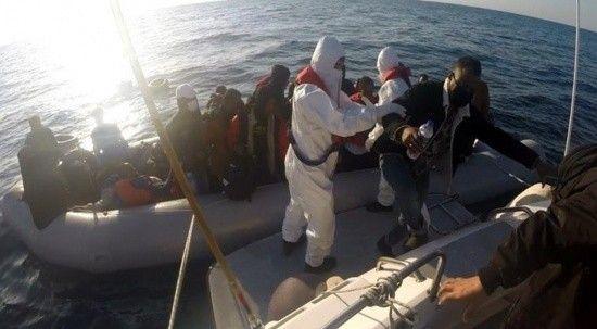 Yunan Sahil Güvenliği 35 göçmeni Türk karasularına itti