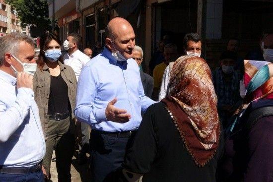 Bakan Soylu'dan selzede kadına: 1 yılda evlerinize gireceksiniz