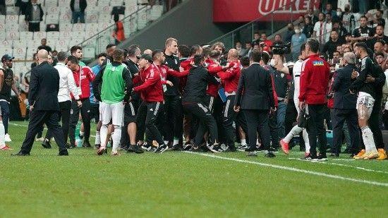 Beşiktaş-Adana Demirspor maçında saha karıştı