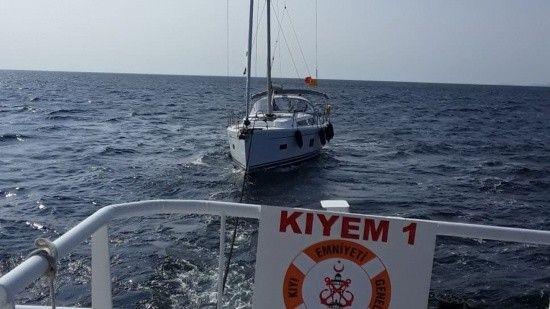 Çanakkale açıklarında yakıtı azalan tekne kurtarıldı