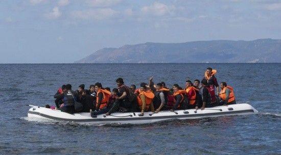 Çanakkale açıklarındaki teknede bulunan 58 düzensiz göçmen karaya çıkarıldı
