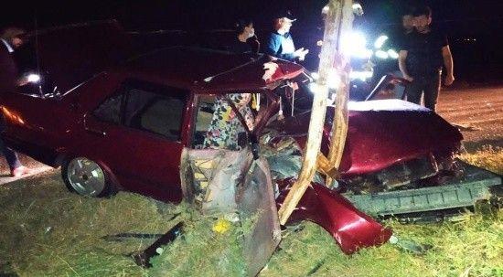 Elektrik direğine çarpan otomobilin sürücüsü yaralandı
