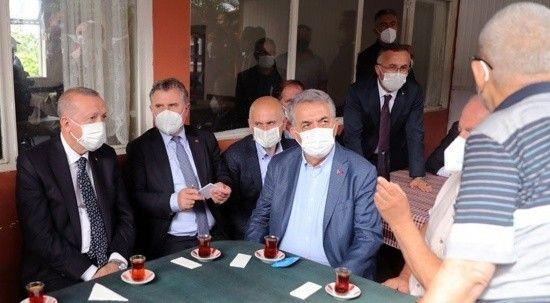 Erdoğan vatandaşın davetini geri çevirmedi, çay içti