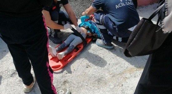 Evinin önünde oturan 4 yaşındaki çocuk otomobilin altında kaldı!