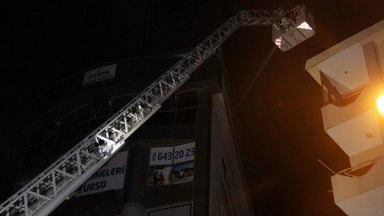 Gebze'de 7 katlı bir binada yangın çıktı