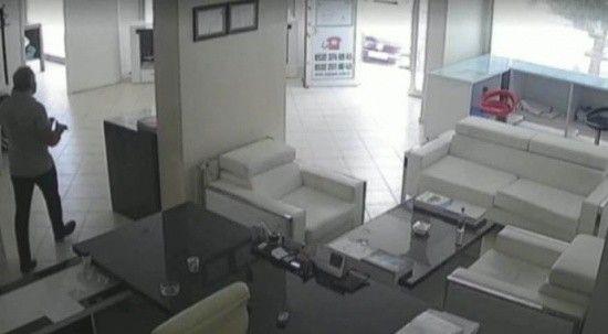 İş yerine kurşun yağdırdı! Güvenlik kameralarına yakalandı