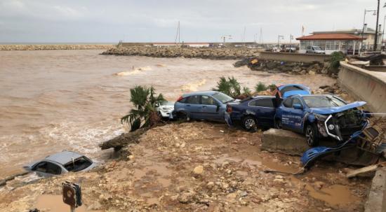 İspanya'da sel! Araçlar denize sürüklendi 5 bin ev elektriksiz kaldı