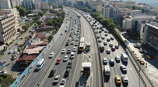 İstanbul'da yine aynı manzara: Trafik birçok noktada durma noktasına geldi