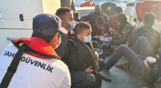 Ölüme terk edilen 30 düzensiz göçmen kurtarıldı