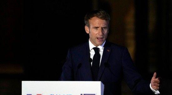 Macron Fransa'yı çöküşe sürüklüyor