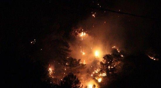 Marmaris'e yıldırım düştü, yangın çıktı