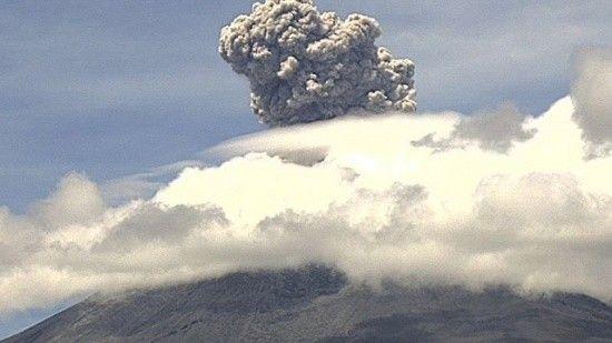Meksika'daki Popocatepetl Yanardağı'nda patlama oldu