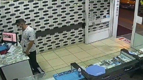 Hırsız, 5 sağlam telefon yerine bozuk olanı çaldı