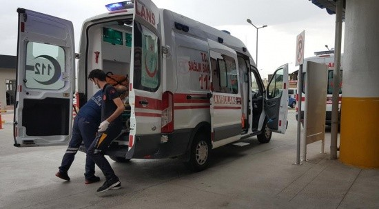 Otomobil ile minibüs çarpıştı: Yaralılar var