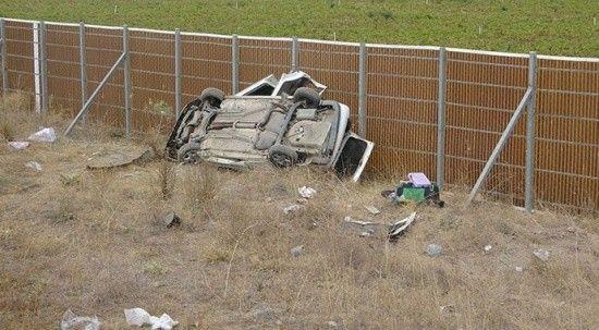 Otomobil şarampole yuvarlandı! Kazada 3'ü ağır 5 kişi yaralandı