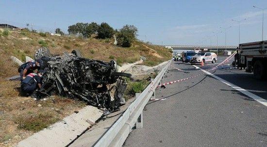 Otomobil yolun kenarına uçtu! Kazada anne ve baba hayatını kaybetti