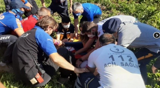 Paraşütçü Niğde'de patates tarlasına düştü