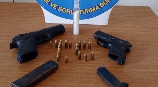 Polis takibe aldı, şüphelilerden uyuşturucu ve silah çıktı