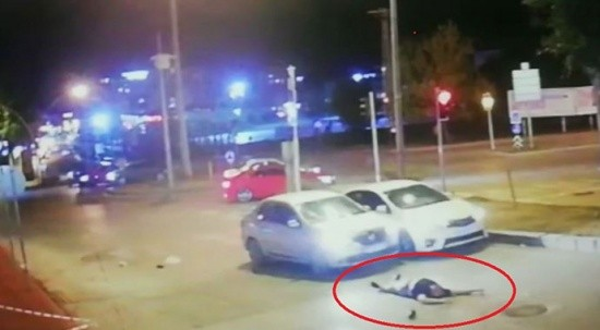 Samsun'da otomobil yayaya çarptı! O anlar kameraya yansıdı